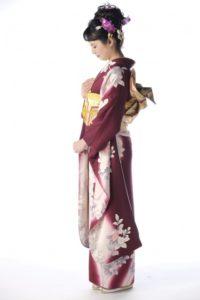 ragazza con Kimono furisode