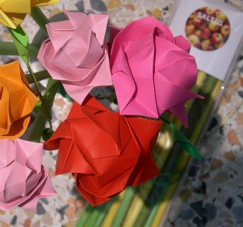 Origami rosa su legno IKEA