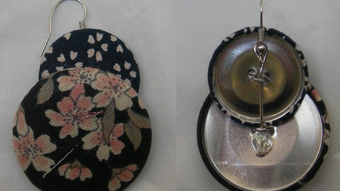 orecchini di stoffa con bottoni