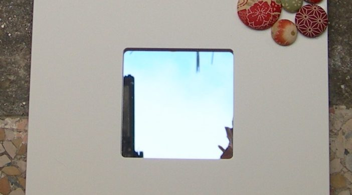 specchio ikea con bottoni
