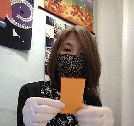 Mayumi con mascherina