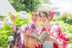 turisti in yukata in Giappone