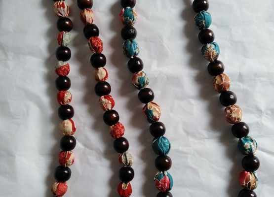 collana con perline in legno