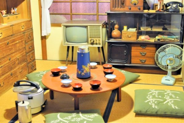 tavolo giapponese di vecchio tempo